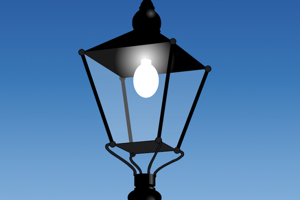Why are solar powered street lights gaining prominence today?