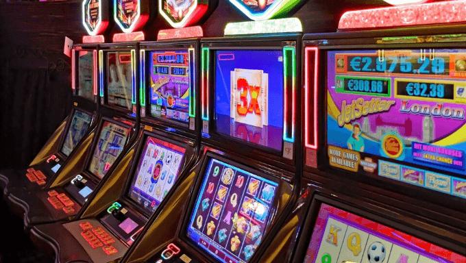 Traditional vs modern slot machines